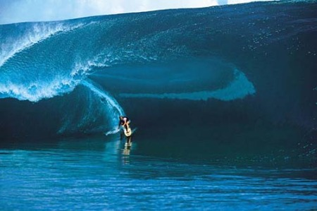 laird_hamilton_at_teahupoo_august_17_2000